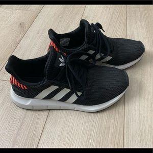 Adidas Swift Run Originals. Black and white.